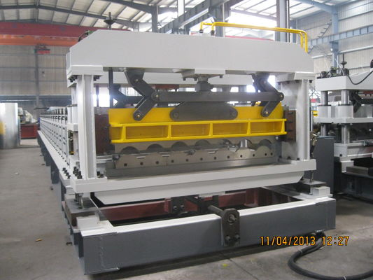 China 1200mm Width Roof Panel Roll Forming Machine with Lifetime Service supplier