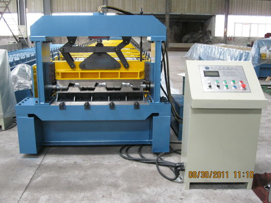 China Automatic Hydraulic Cutting Metal Deck Roll Forming Machine 82mm dia Shaft factory