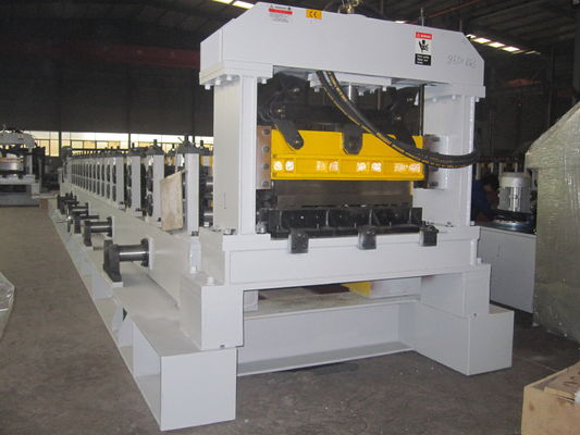 China Professional Warehouse Cold Roll Forming Machine with PLC Control factory