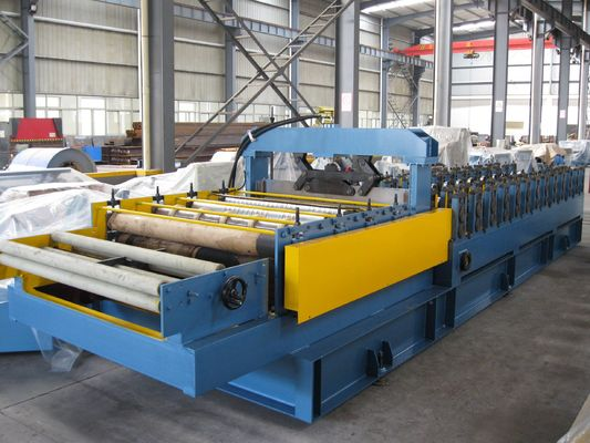 China Automatic Hydraulic Cutting Cold Roll Forming Machine for Sandwich Panel factory