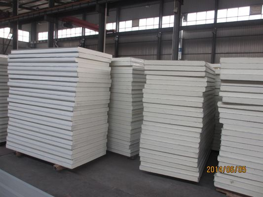 China Color Building Wall Roof Sandwich Panel 1150mm width Fireproof factory