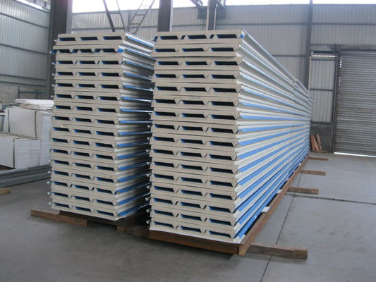 China PU Insulation Sandwich Panel 950mm , Corrugated Steel Roof Panel factory